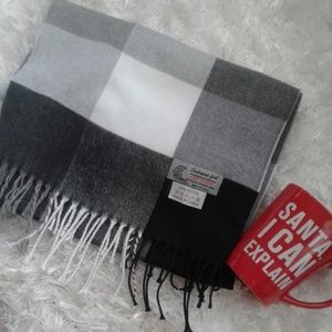 Nwot black grey and white scarf